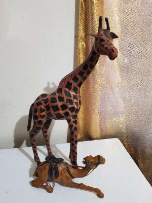 *Par de animales a escala elaborados en piel hermosos
